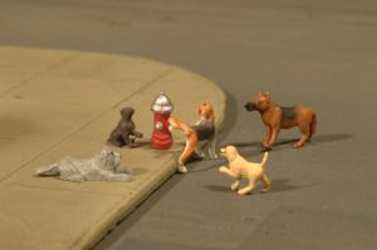 BAC33108  HO Dogs w/Fire Hydrant (6)