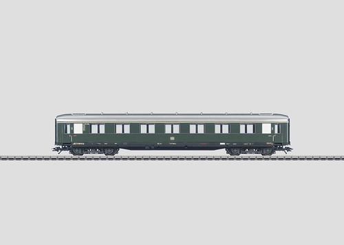 W441-43202  Passenger Car 1st Class -- Schurzenwagen (DB)