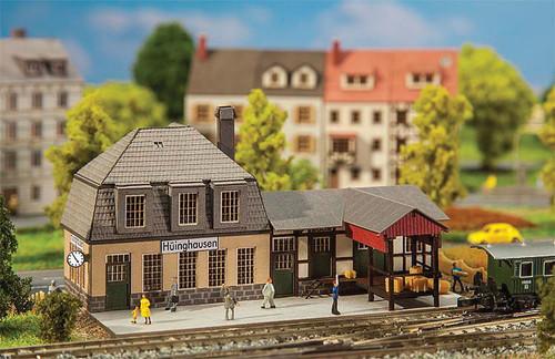 "W272-282704  Huinghausen Station -- Kit - 4-1/16 x 2-5/8 x 2-1/8""  10.3 x 6.7 x 5.4cm"
