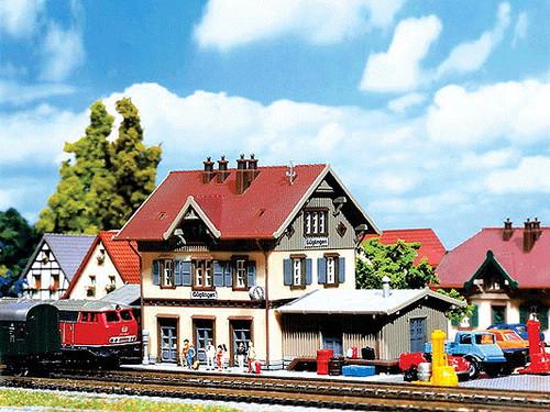 W272-282707  Guglingen Station w/Shed -- 11.9 x 5.6 x 6cm