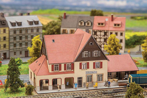 W272-282708  Durlesbach Station -- Laser-Cut Cardstock Kit - 13 x 6.8 x 6.8cm