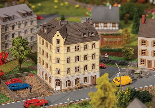 W272-282782  Town Corner House -- Laser-Cut Cardstock Kit - 5 x 5 x 7.2cm