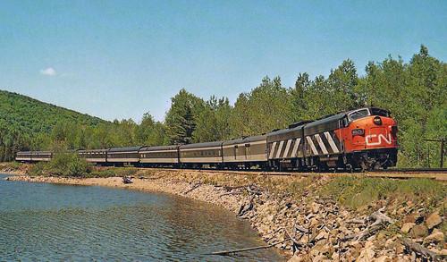 N CN Transcontinental 7-Car Set