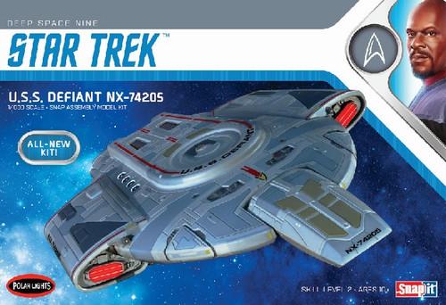 PLL-952  1/1000 Star Trek USS Defiant (Snap)