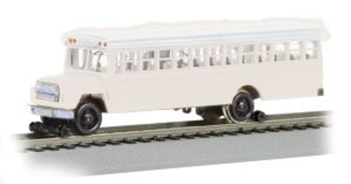 BAC46215  HO Bus w/Highrailers, White