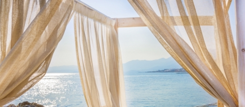 Patio Pro Tips - How to Pick and Hang Outdoor Curtains