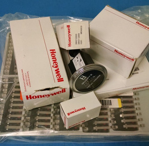 1CPSA2 Honeywell Switch Safety Interlock N.O./N.C. DPST/DPST Eyelet Pull Conduit
