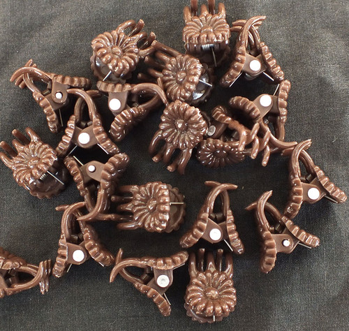 Daisy Clips Brown