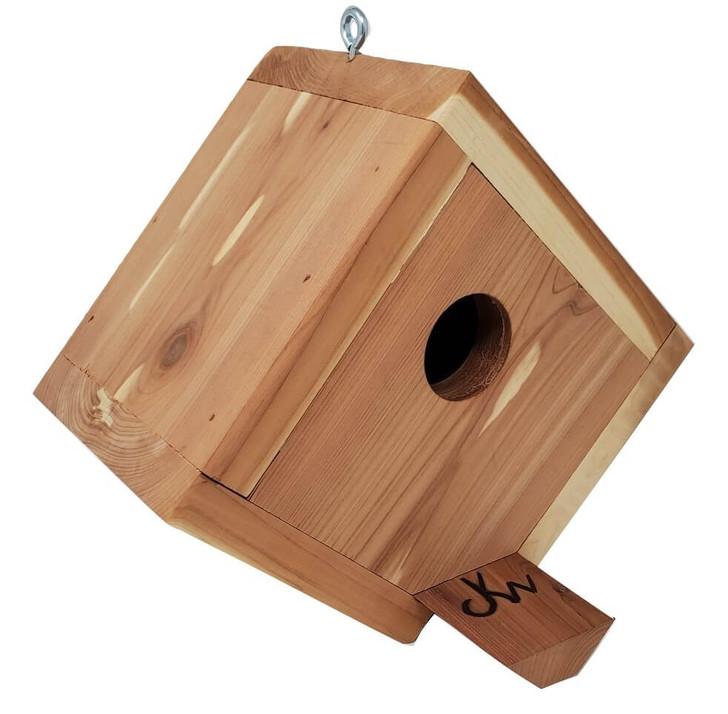 Front view of the birdhouse