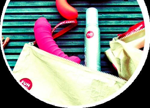 Een toyfluid, cleaner en opbergtasje aan korting voor een compleet pakket