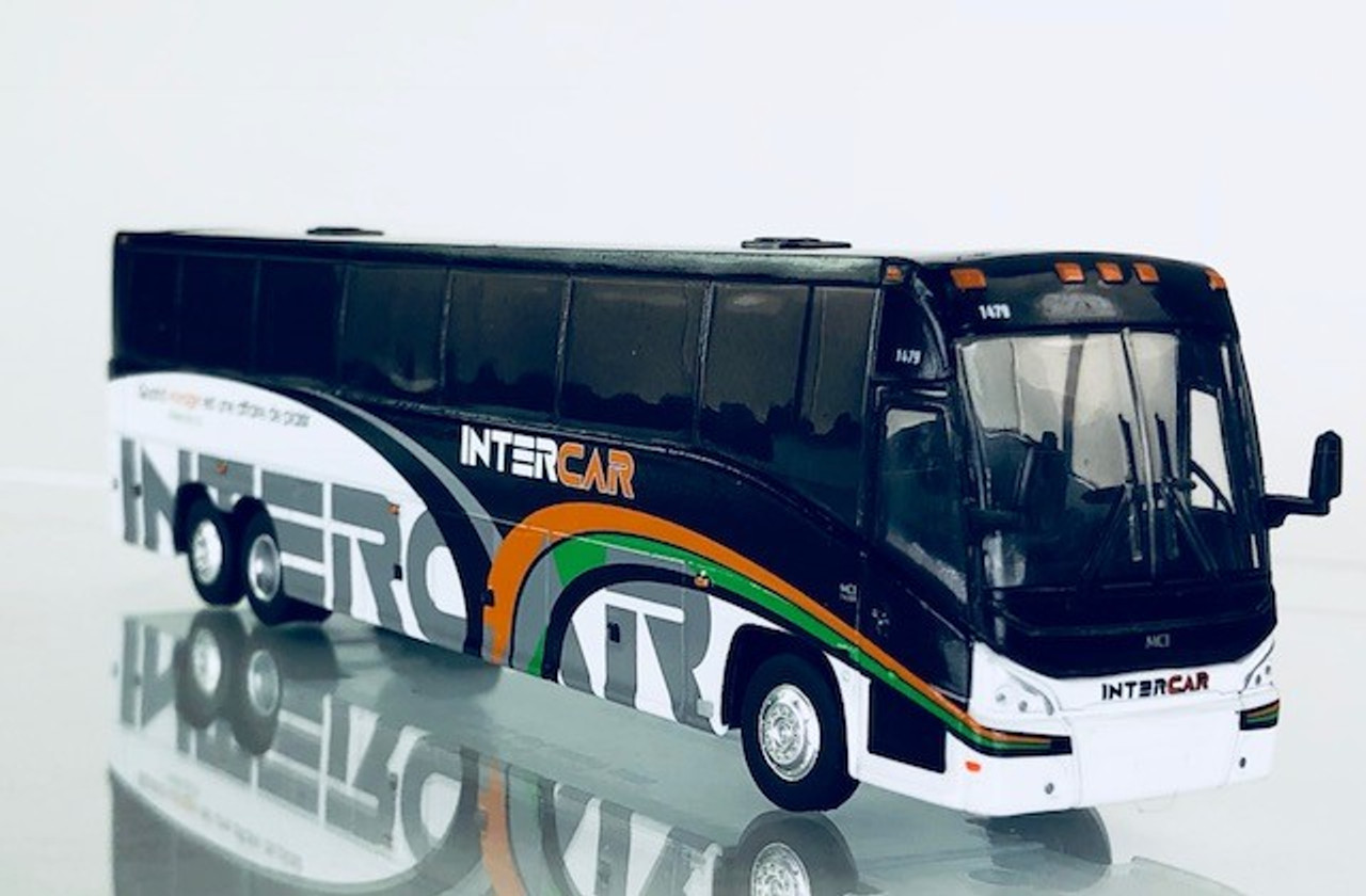 Iconic Replica 1:87 MCI J4500 Motorcoach: InterCar  Quebec