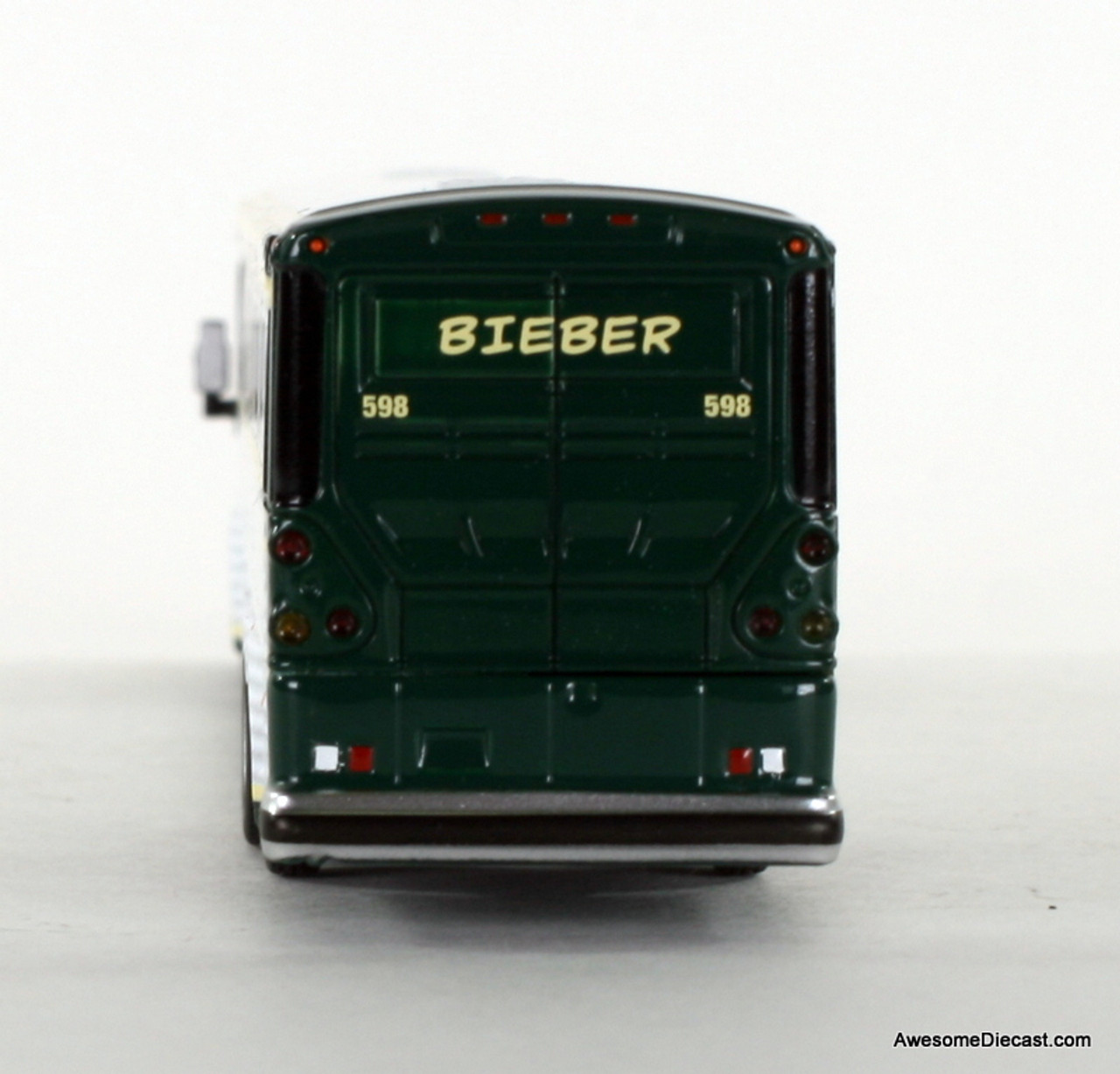 Iconic Replica 1:87 MCI D4505 Motorcoach: Bieber Tourways