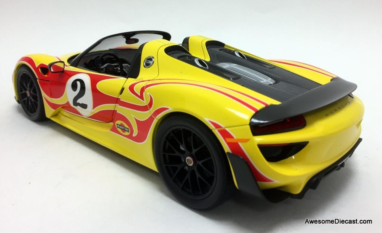 Minichamps 1:18 2015 Porsche 918 Spyder, Yellow