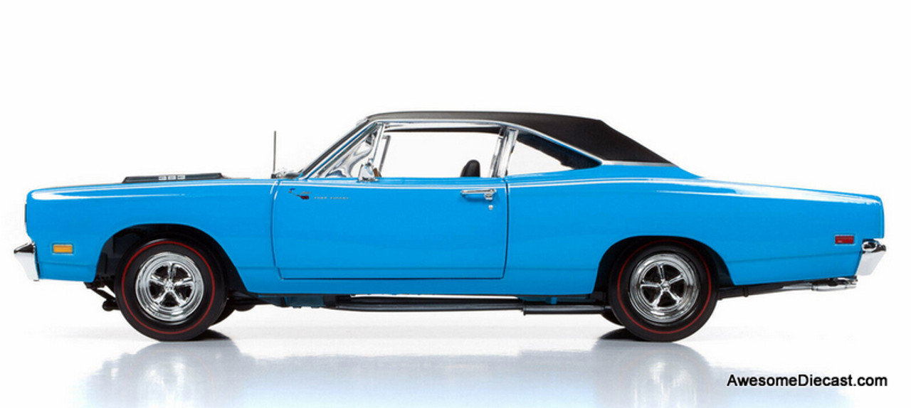 Auto World 1:18 1969 Plymouth Road Runner: Class Of 1969