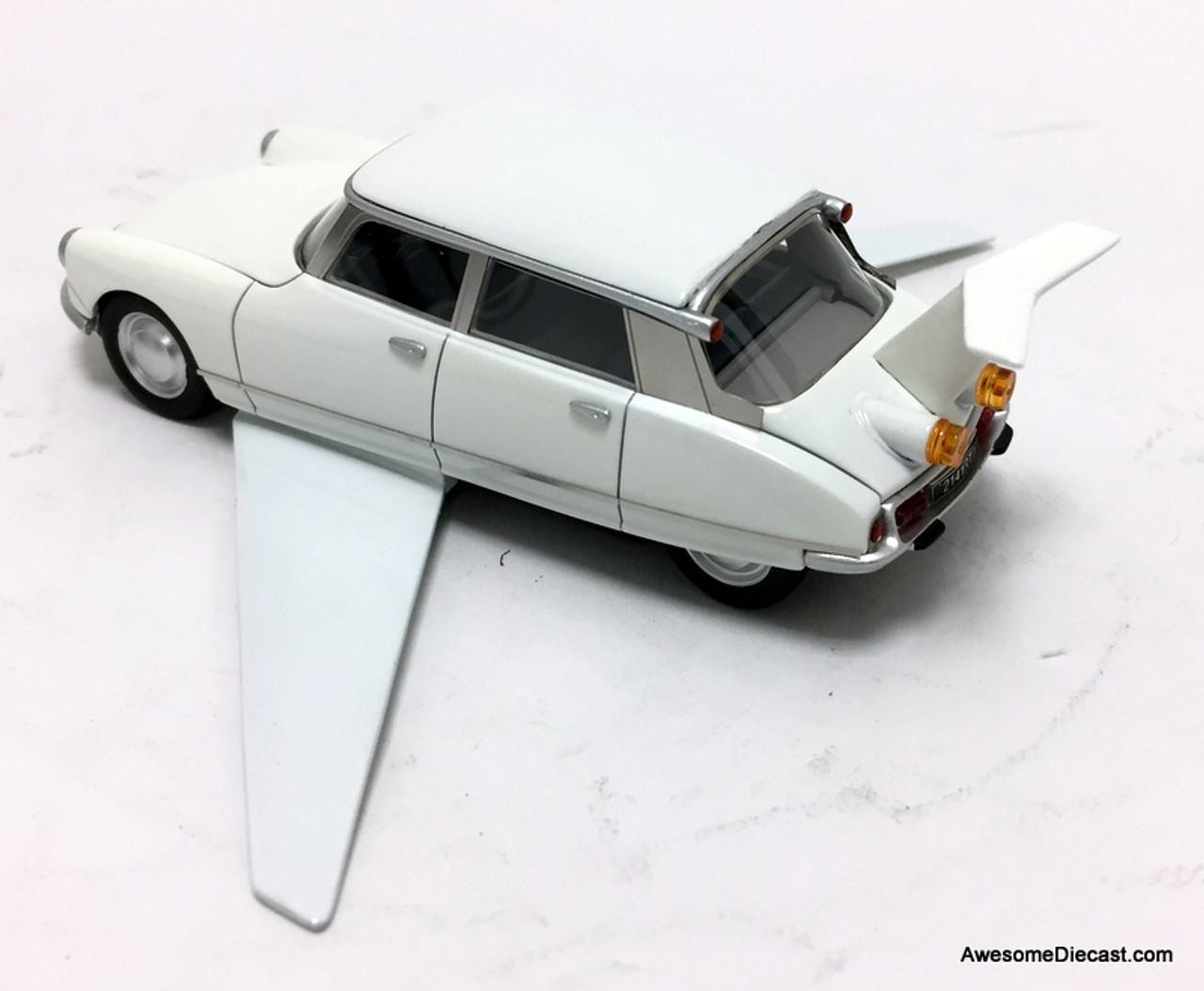 Norev 1:43 1969 Citroen DS19 Volante: Fantomas Movie Car
