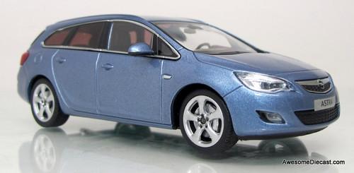 Minichamps 1:43 2010 Opel Sport Tourer