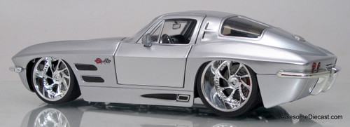 Jada 1:24 1963 Chevrolet Corvette Sting Ray Hard Top