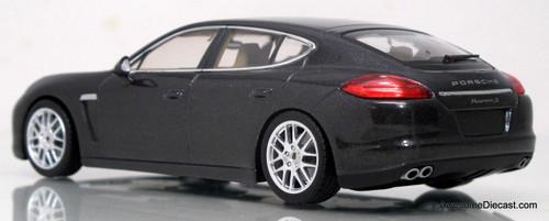 Minichamps 1:43 Porsche Panamera S