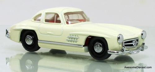 Matchbox Dinky 1:43 1955 Mercedes-Benz 300SL Gullwing White