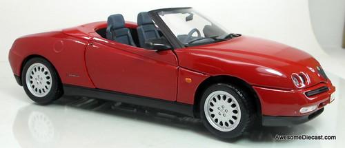 Maisto 1:18 1995 SE Alfa Romeo Spider - Red