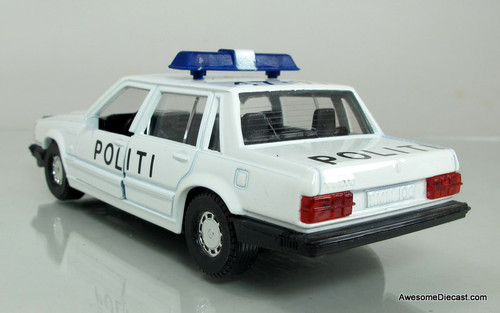 Corgi 1:43 Volvo 740 Politibil (rear view)