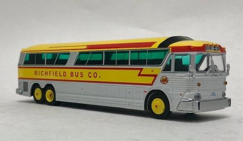 Last One!! Iconic Replicas 1:87 MCI MC-7 Challenger Motorcoach: Richfield Bus Co. | Destination: Minneapolis