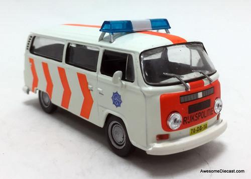 IXO 1:43 1967  Volkswagen T2 Bus: Dutch Police Force