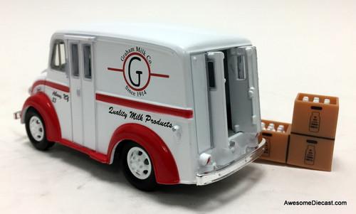 Road Champs 1:43 1950 Divco Truck: Graham Milk Company