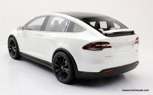 LS Collectibles 1:18 2016 Tesla Model X, Pearl White Metallic