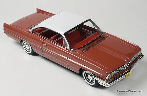 Goldvarg Collection 1:43 1961 Pontiac Catalina, Rose Metallic
