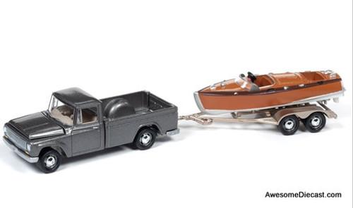 Johnny Lightning 1:64 1965 International 1200 W/Split-Cockpit Boat, Champagne Mist