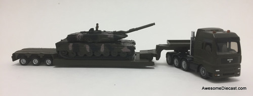 SIKU 1:87 MAN Tractor w/ Low Loader and Battle Tank