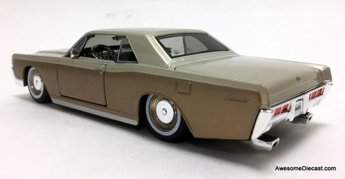 Maisto 1:26 1966 Lincoln Continental Coupe