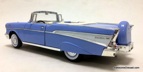 Yat Ming 1:18 1957 Chevrolet Bel Air Convertible, Light Blue/White