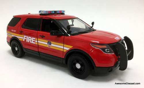 Motor Max 1:24 2015 Ford Police Interceptor: New York Fire Department