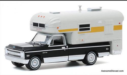 Greenlight 1:64 1969 Chevrolet C10 Cheyenne w/Silver Streak Camper, Black