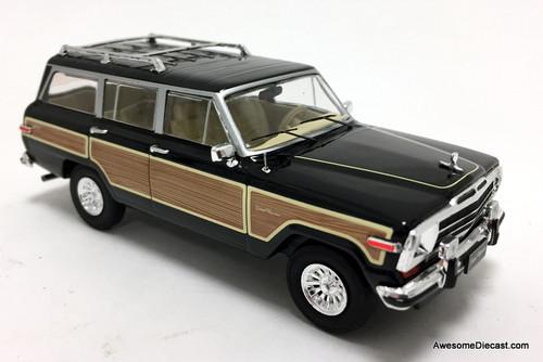 IXO 1:43 Jeep Grand Wagoneer, Black/Wood