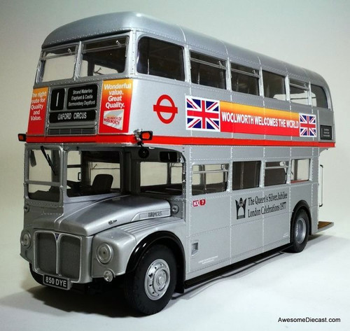 Sun Star 1:24 1958 AEC Routemaster Double Decker Bus: Queens Silver Jubilee 1977 Livery