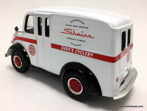 Auto World 1:24 1950 Divco Delivery Show Truck: Schwinn Cycles