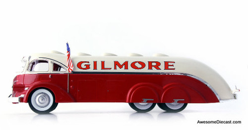 AutoCult 1:43 White Streamline Gas Tanker: Gilmore Oil Company