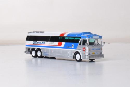 Iconic Replicas 1:87 MCI MC-7 Cargo Coach: Greyhound Canada GPX