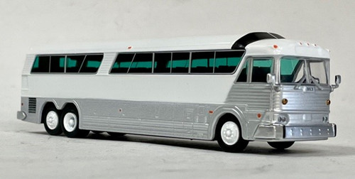 Iconic Replicas 1:87 MCI MC-7 Challenger Coach: Plain White