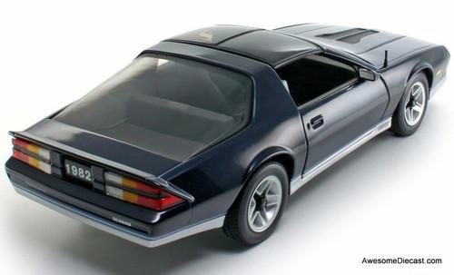 Sun Star 1:18 1982 Chevrolet Camaro T-Tops, Blue