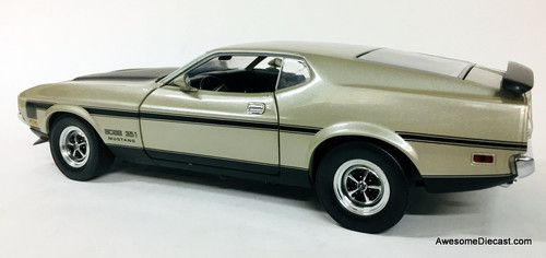 Sun Star 1:18 1971 Ford Mustang Boss 351, Silver