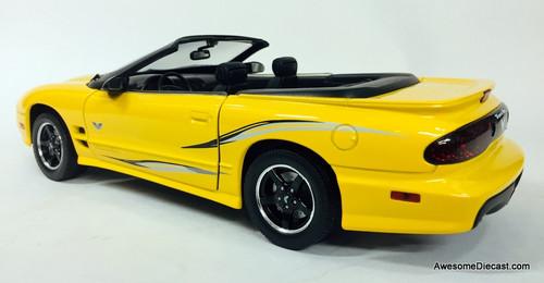 Road Signature 1:18 2002 Pontiac Firebird Trans Am Convertible, Yellow