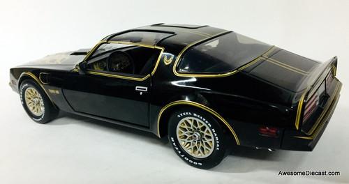 Greenlight Artisan Collection 1:18 1977 Pontiac Firebird Trans Am