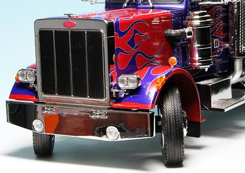 Road Kings 1:18 1967 Peterbilt 359 Blue w/Flames