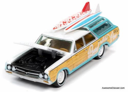 Johnny Lightning 1:64 1964 Oldsmobile Vista Cruiser, Seafoam Green: Surf Rods