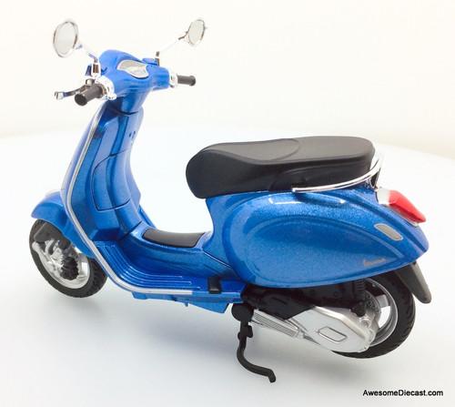 Maisto 1:12 Vespa Primavera 150 Scooter, Blue