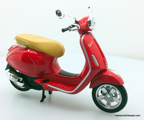 Maisto 1:12 Vespa Primavera 150 Scooter, Red